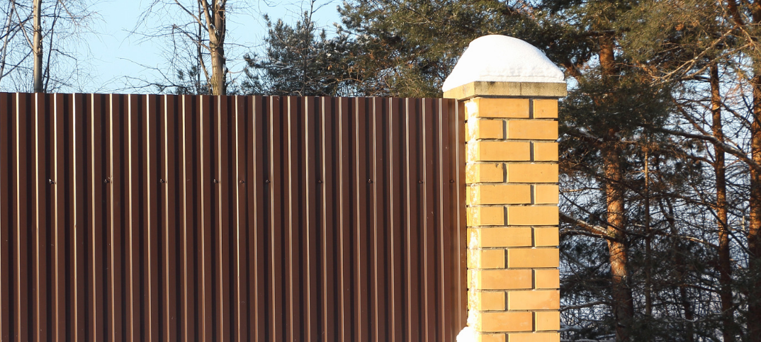12 Pros And Cons Of Using Corrugated Metal For A Fence