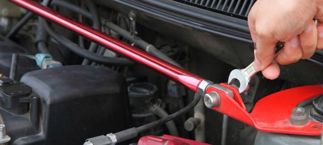 Pros and Cons of Front and Rear Strut Bars